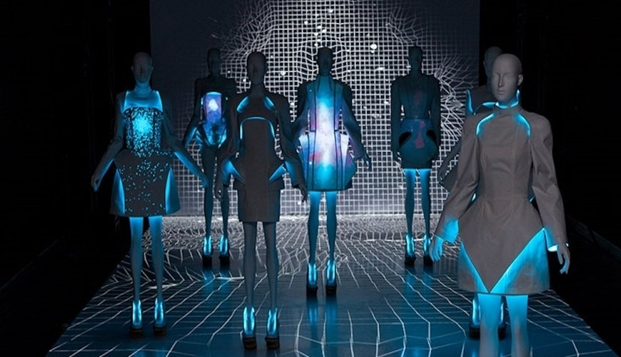 tech-and-innovation-driving-fashion-consumption